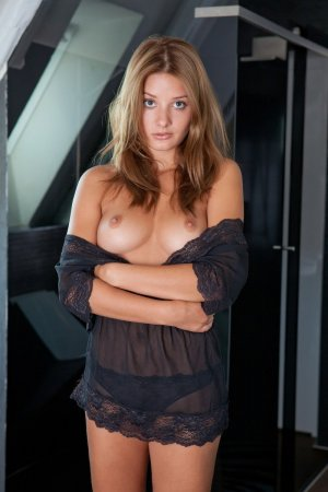Cayla privat sex escort in Langenhagen, NI